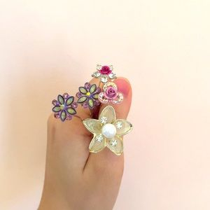 A Set of Flower Hair Clips (Set of 5)